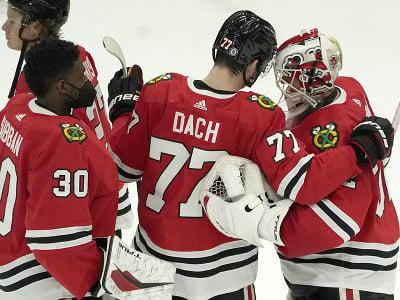 Hráči Chicaga Blackhawks oslavujú víťazstvo