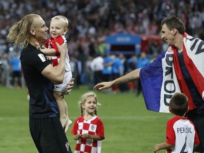 Domagoj Vida s deťmi
