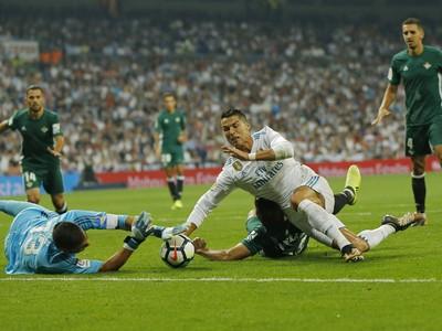 Padajúci Cristiano Ronaldo a