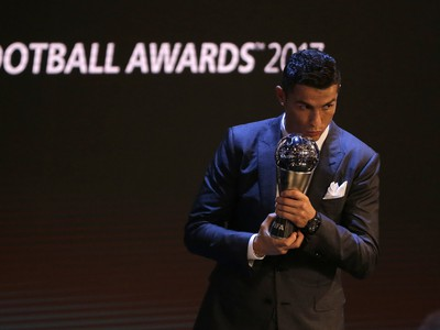 Cristiano Ronaldo s trofejou