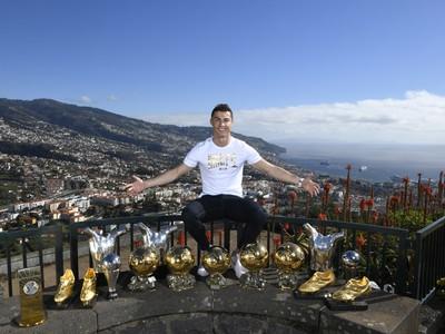 Cristiano Ronaldo s individuálnymi trofejami