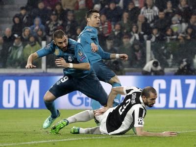 Cristiano Ronaldo strieľa vedúci gól Realu