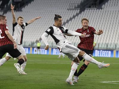 Hráč Juventusu Cristiano Ronaldo v semifinále Talianskeho pohára