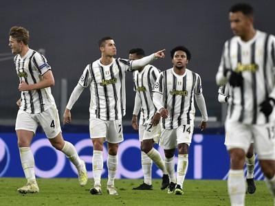 Hráči Juventusu oslavujú gól