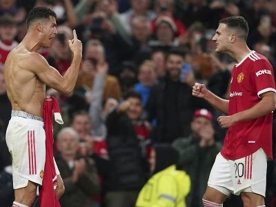 Cristiano Ronaldo sa teší z víťazného gólu so spoluhráčom Diogom Dalotom