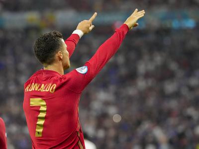 Kapitán Portugalska Cristiano Ronaldo sa teší po strelení gólu