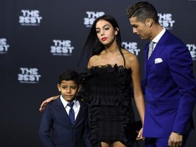 Cristiano Ronaldo pózuje so