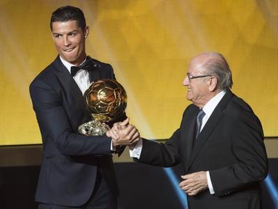 Ronaldo preberá z rúk