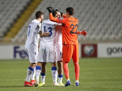 Cyperskí hráči oslavujú gól