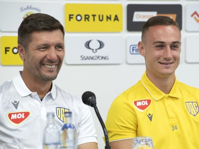 Vľavo tréner Antal Németh