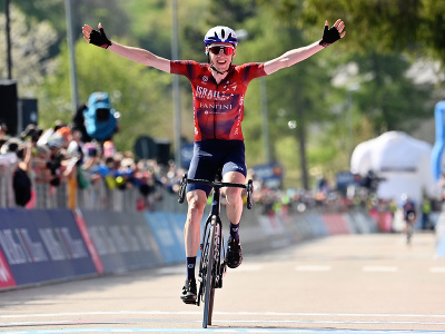 Daniel Martin oslavuje triumf