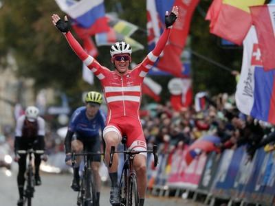 V anglickom daždi nečakaným šampiónom Dán Pedersen