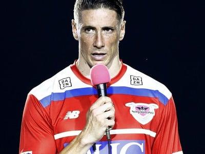 Torres zápasom proti Iniestovi a Villovi ukončil profesionálnu kariéru