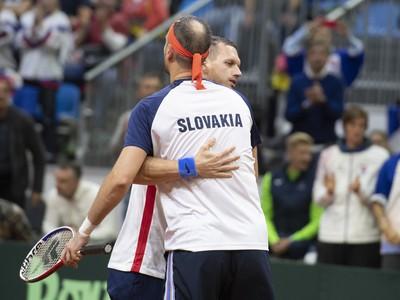 Slovenskí tenisti počas Davis