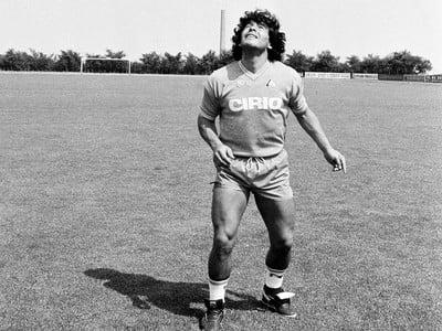Diego Maradona zomrel vo veku 60 rokov