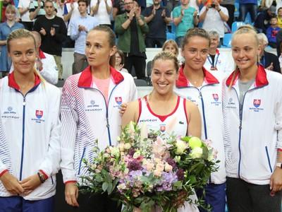 Karolína Schmiedlová, Magdaléna Rybáriková, Dominika Cibulková, Vikória Kužmová a Rebecca Šrámková
