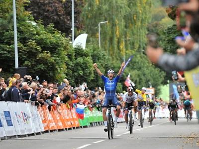 Nemecký cyklista Jannik Steimle (Deceuninck-QuickStep) víťazí v 2. etape 65. ročníka Medzinárodných cyklistických pretekov Okolo Slovenska v Dolnom Kubíne