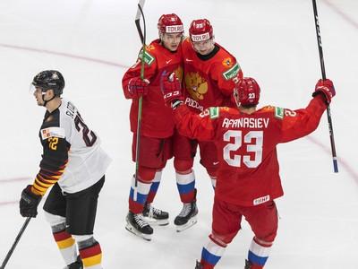 Danil Bashkirov (25) a jeho gólové oslavy so spoluhráčmi