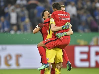 Radosť hráčov Frankfurtu po