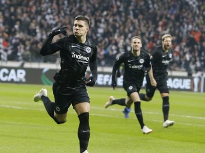 Luka Jović oslavuje gól