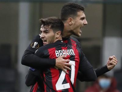 Brahim Diaz a Rade Krunić oslavujú gól milánskeho AC