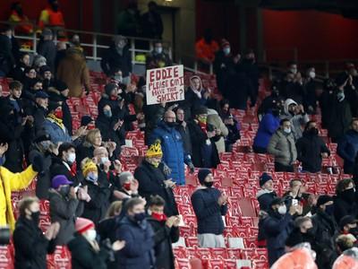 Fanúšikovia na tribúnach Emirates Stadium