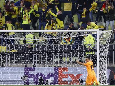 Brankár Villarrealu Geronimo Rulli sa raduje po chytenej penalte