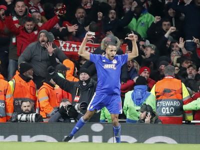 Futbalista Olympiakosu Youssef El Arabi sa teší po góle v predĺžení odvetného zápasu proti Arsenalu