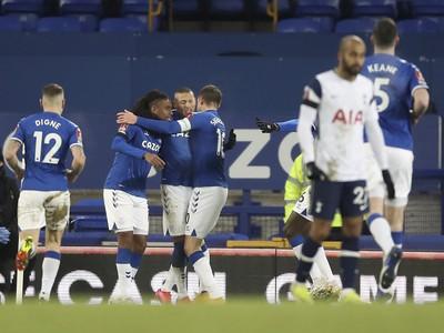 Hráči Evertonu oslavujú gól