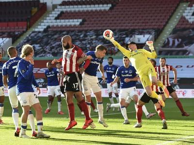 Zákrok Jordana Pickforda v zápase proti Sheffieldu