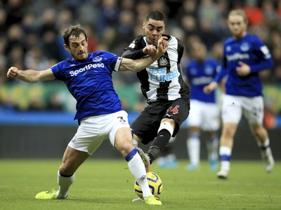 Leighton Baines a Miguel