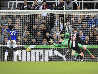 Dominic Calvert-Lewin strieľa gól