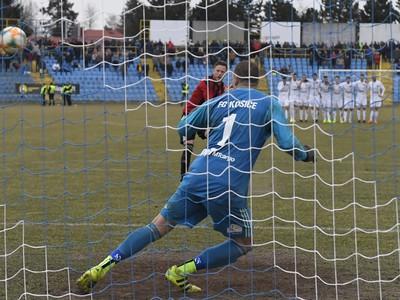 Fabian Miesenboeck premieňa penaltu