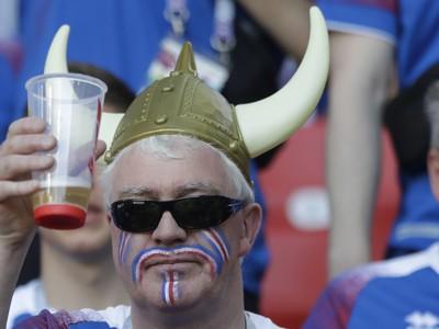 Fanúšik Islandu s pivom