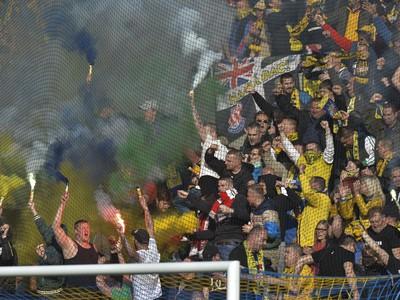 Na snímke fanúšikovia Dunajskej Stredy sa tešia po výhre v šlágri 26. kola futbalovej Fortuna ligy