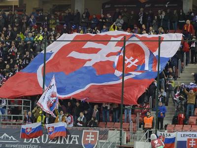 Slovenskí fanúšikovia počas zápasu 10. kola skupiny E kvalifikácie EURO 2020 Slovensko - Azerbajdžan v Trnave