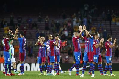 Futbalisti FC Barcelony ďakujú