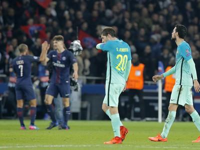 Sklamaní hráči Barcelony po potupnej prehre