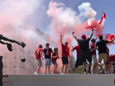 Fanúšikovia Liverpoolu v uliciach