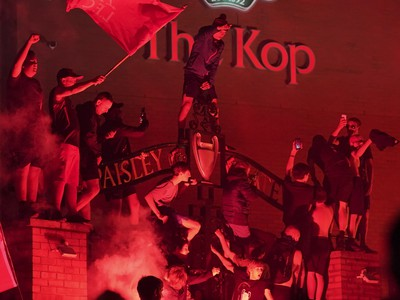 Fanúšikovia Liverpoolu oslavujú titul