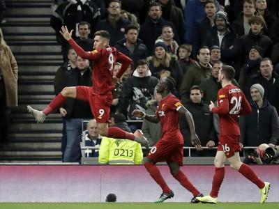 Roberto Firmino oslavuje gól