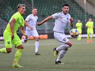 Michal Tomič a Patrik Šurnovský počas zápasu 5. kola futbalovej Fortuna ligy