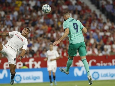 Karim Benzema dáva gól