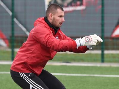 Brankár Trnavy Dobrivoj Rusov počas prvého tréningu v zimnej príprave pred jarnou časťou Fortuna ligy.