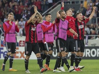Pozápasové víťazné oslavy futbalistov