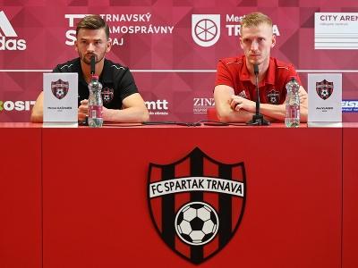 Na snímke zľava tréner Trnavy Michal Gašparík a hráč Ján Vlasko počas tlačovej konferencie