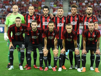 Na snímke hráči Trnavy pózujú pred odvetou 2. predkola futbalovej Ligy majstrov
