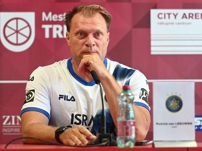 Na snímke tréner Maccabi