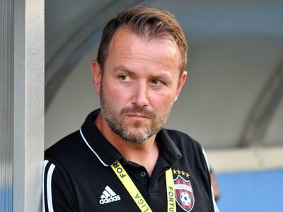 Na snímke tréner FC