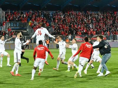 Futbalisti FC Spartak Trnava oslavujú triumf v 50. ročníku Slovnaft Cupu